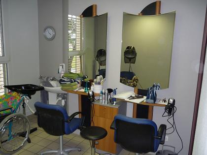Dans un salon de coiffure pour dame votre nouveau blog - Fauteuil dans un salon de coiffure pour dames ...